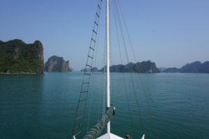 Touring Halong Bay – For the Mid-Range Backpacker