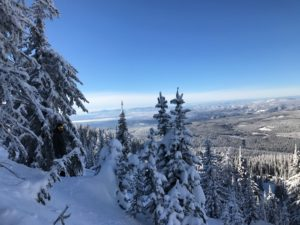 Your First Ski Trip – Tips, Tricks & a Packing List!